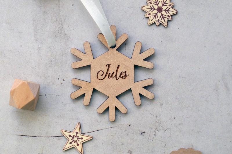 Flocon de neige en bois avec prénom