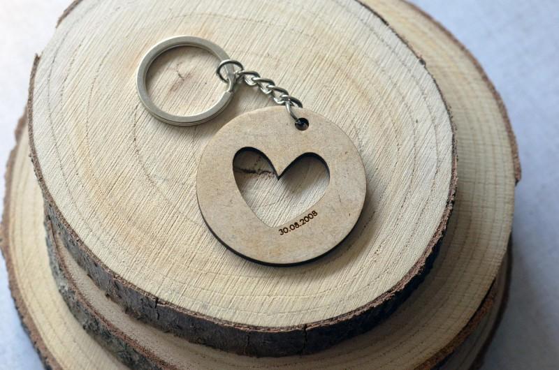Porte en bois personnalisé Coeur et Date