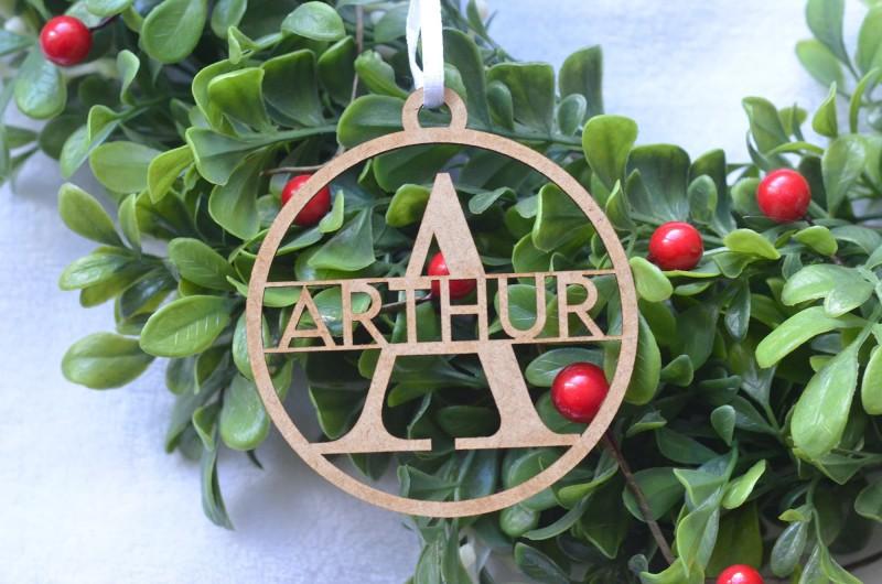 Décoration de Noël en bois avec prénom et initiale