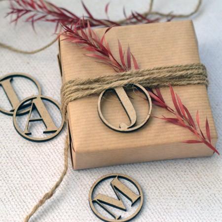 Étiquette cadeau en bois personnalisée